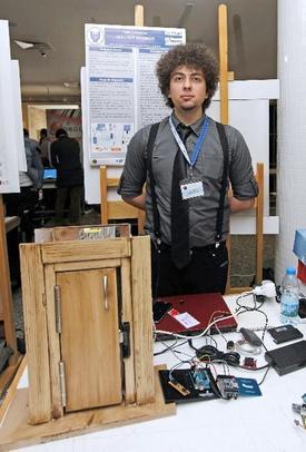 Yaşar Üniversitesi Bilgisayar Mühendisliği Yüksek Lisans Öğrencisi Mert Can Kılıç'ın Cep Telefonlarıyla Kontrol Edilebilen \