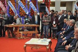 İnegöl'ün 32. Modef Expo Fuarı Kültürpark İçerisindeki İnegöl Fuar Merkezinde Vali Münir Karaloğlu'nun Katılımı İle İzlenime Açıldı.