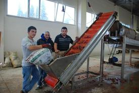 Bursa'nın Kırmızı Biber Üretim Merkezi Olan Mustafakemalpaşa İlçesinde Yapımı Tamamlanan Toz Biber Fabrikası Faaliyete Başladı.