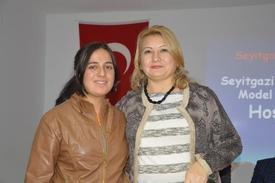 Gülhan Çam (solda) Ve Orman Mühendisi Seyhan Cerek Aydoğdu