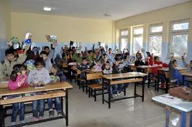 Şanlıurfa'nın Siverek İlçesinde, Siverek Kaymakamlığı Ve Siverek Yardımlaşma Derneği (siyar Der) İşbirliğiyle 250 Suriyeli Öğrenciye Eğitim İmkanı Sunulacak.