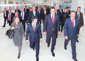 Şişecam Topluluğu, Sürdürülebilir Büyüme Hedefleri Doğrultusunda Romanya'da Hayata Geçirdiği Otomotiv Camları Yatırımının Açılışını Başbakan Victor Ponta'nın Katıldığı Bir Törenle Gerçekleştirdi.