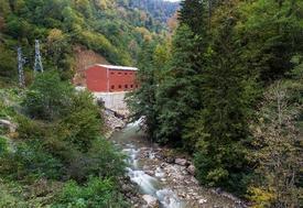 Işıklar Enerji Ve Yapı Holding'in İştiraklerinden Bnd Elektrik, Enerji Sektöründeki İlk Hidroelektrik Santrali (hes) Üretime Başladı. Ordu-giresun İlleri Arasında Kurulan Santralin En Önemli Yanı, Doğayı Katletmemek İçin Yapılan 6 Milyon Lira Ek Maliyetli 1,6 Kilometrelik Su İletim Tüneli Oldu.