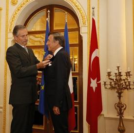 Eczacıbaşı Holding Yönetim Kurulu Başkanı Ve İstanbul Kültür Sanat Vakfı Yönetim Kurulu Başkanı Bülent Eczacıbaşı'na, Fransız Devletinin En Prestijli Nişanı Sayılan Chevalier Dans L'ordre National De La Legion D'honneur Verildi.
