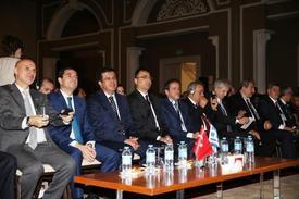 Dış Ekonomik İlişkiler Kurulu (deik) Organizasyonunda Yapılan Ekonomi Bakanı Nihat Zeybekci Ve Yunanistan Kalkınma Ve Rekabetçilik Bakanı Kostas Skrekas'ın Katıldığı Türkiye-yunanistan İş Forumu'nda, Ege'nin İki Yakasında 400 İşadamı İkili İş Görüşmelerde Bulundu.