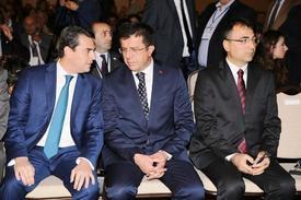 Dış Ekonomik İlişkiler Kurulu (deik) Organizasyonunda Yapılan Ekonomi Bakanı Nihat Zeybekci Ve Yunanistan Kalkınma Ve Rekabetçilik Bakanı Kostas Skrekas'ın (soldaki) Katıldığı Türkiye-yunanistan İş Forumu'nda, Ege'nin İki Yakasında 400 İşadamı İkili İş Görüşmelerde Bulundu.