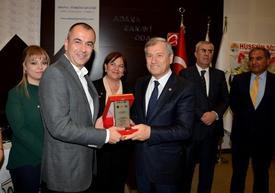 Panel Sonunda Konuşmacı Murat Kolbaşı'ya Plaket Verildi.