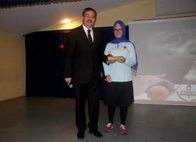 İstanbul İl Milli Eğitim Müdürlüğü Tarafından Düzenlenen Ekmek İsrafı Konulu Resim, Şiir Ve Kompozisyon Yarışmasında Şiir Kategorisinde Birinci Olan Bahçelievler İhlas Ortaokulu 7. Sınıf Öğrencisi Feyza Sena Çifcibaşı Düzenlenen Organizasyonla Ödülünü Aldı.