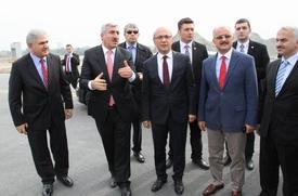 Ulaştırma, Denizcilik Ve Haberleşme Bakanı Lütfi Elvan Askeri Alandan Alınarak Atatürk Havalimanı'na Katılan 585 Bin Metrekare Alandaki İnşaat Çalışmalarını Yerinde İnceledi.
