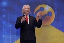Turkcell Teknoloji Zirvesi'nin İkinci Gününde Dünyanın En Zeki İnsanlarından Biri Kabul Edilen Ünlü Fizikçi Michio Kaku Konuştu. Gelecek 20 Yıla Dair Öngörülerini Paylaşan Kaku, Bilimsel Ve Teknolojik Gelişmeler Neticesinde Ticari Kapitalizmin Sonunun Geldiğini İfade Ederek Entelektüel Sermayeye Dayalı 'mükemmel Kapitalizm' Sayesinde Esas Olarak Tüketicilerin Kazançlı Çıkacağını Söyledi.