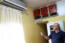 Mersin'de Evinin Çatısına Kurduğu Güneş Panelleriyle Elektrik Üretimi Yapan Emin Turan, Elektriğini Bedavaya Getiriyor.