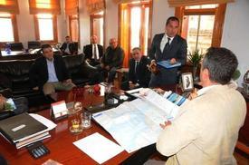 Ayvalık Belediye Başkanı Rahmi Gençer, Kruvazörlerin Ayvalık'a Getirilmesi Halinde Ben Belediye Olarak Açıkta Demirleyen Gemiden Turistleri İlçe Merkezine Taşıyabileceklerini Belirtti.