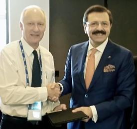 15-16 Kasım 2014 Tarihlerinde Gerçekleştirilecek G20 Liderler Zirvesi Ve B20 Toplantılarına Katılmak Üzere Avustralya'ya Giden Hisarcıklıoğlu, B20 Avustralya Başkanı Richard Goyder'den Dönem Başkanlığı Görevini Devraldı.