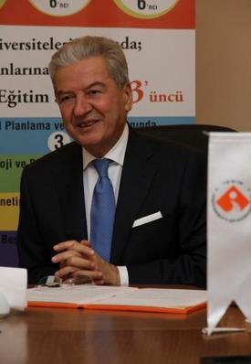 İeü Mütevelli Heyet Başkanı Ekrem Demirtaş, İzmir Ticaret Odası'nın 1. İktisat Kongresi'nde Ataların Vasiyetini Yerine Getirmek İçin 2001 Yılında İzmir Ekonomi Üniversitesi'ni Kurduğunu Söyledi.