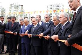 Festivalin Açılışını Mersin Valisi Özdemir Çakacak, Ak Parti, Chp Ve Mhp Mersin Milletvekilleri, Festival Komitesi Üyeleri Ve Oda Başkanları İle Birlikte Kurdele Keserek Yaptı.
