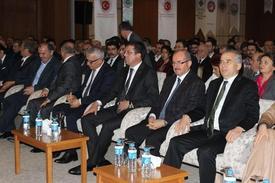 Ekonomi Bakanı Nihat Zeybekci, Denizli Dedeman Otel'de Ekonomi Bakanlığı Tarafından Düzenlenen 'türkiye Ve Dünya Ekonomisinde Son Gelişmeler Ve Beklentiler' İsimli Denizli Ekonomi Zirvesi'ne Katıldı.