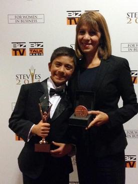 Zeynep Ilgaz Pala, New York Marriott Marquis Otel'de Düzenlenen Törene, Oğlu Kenan Ilgaz İle Birlikte Katıldı.
