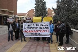 Eskişehir Anadolu Üniversitesi (aü) Edebiyat Fakültesi Öğrencileri Formasyon Kontenjanlarının Arttırılması İçin Protesto Eylemi Yaptı.