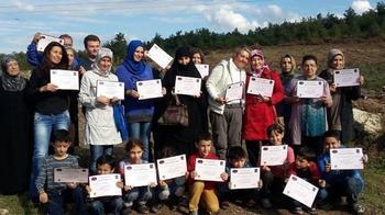 Bursa Gülen Kadınlar Derneği, Hızla Betonlaşan Kent Merkezinde Vatandaşa Nefes Kazandırmak İçin Fidan Dikti.