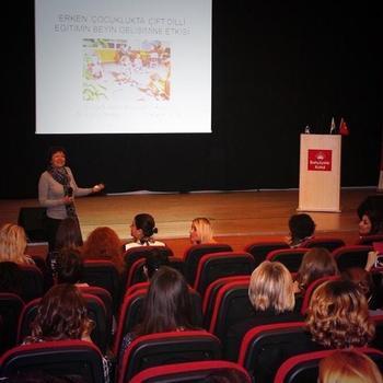 Bahçeşehir Koleji, Türkiye Geneli Kampüslerinde Düzenlediği Seminerlerde Bau Eğitim Bilimleri Fakültesi'nin Akademisyenlerini Velileriyle Buluşturuyor.