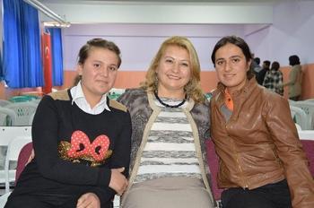 Gülhan Çam (solda) Ve Orman Mühendisi Seyhan Cerek Aydoğdu İle Duygu Er De