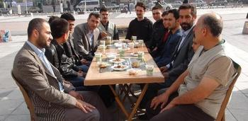 Uluslararası Öğrenci Dernekleri Manisa Şubesi, İhh Manisa Temsilciliği İş Birliği İle Burs Verdiği 6 Ayrı Ülkeden 7 Öğrenciyi Kahvaltıda Buluşturdu.