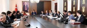 2. Organize Sanayi Bölgesi Müteşebbis Heyeti'nin Toplantısında Konuşan Şanlıurfa Valis İzzettin Küçük, Sanayileşme Konusunda Şanlıurfa'nın Yakaladığı Tarihi Fırsatı İyi Değerlendirmesi Gerektiğini Söyledi.