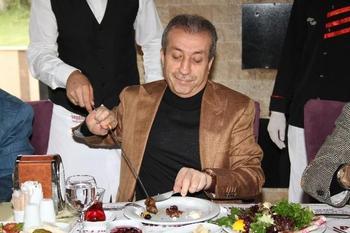 Gıda Tarım Ve Hayvancılık Bakanı Mehdi Eker, Bursa'da Orhaneli Yolu'nda Yeni Yerinde Hizmet Vermeye Başlayan Seyami Usta Adana Kebap Ve Kaburga'nın Açılışına Katıldı.