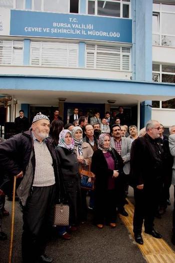 Bursa'nın Kestel İlçesine Bağlı Aksu Köyü Köylüleri Köy Deresine Çelik Borular Hapsedilerek Yapılmak İstenen Balkaya Regülatörü Ve Hes'e Karşı Çıktıklarını Belirten Eylem Yaptı.