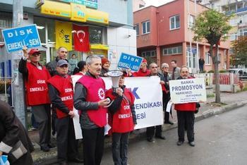 Emekli-sen Yönetici Ve Üyeleri, Mudanya Postahanesi Önünde Basın Açıklaması Yaptı.
